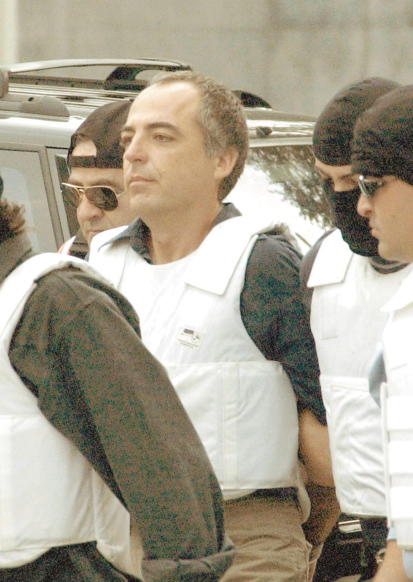 Image result for Σύλληψη Κουφοντίνα με γιλέκο