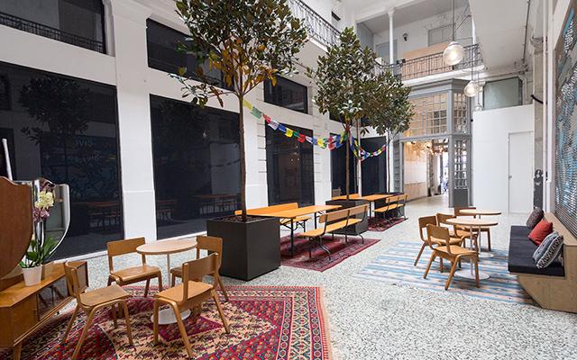 15240beeea Το πρώτο κατάστημα TOMS Flagship Store στην Ελλάδα άνοιξε τις πύλες του τον  Απρίλιο του 2015. Θα το βρείτε σε πολύ κεντρικό σημείο της πόλης