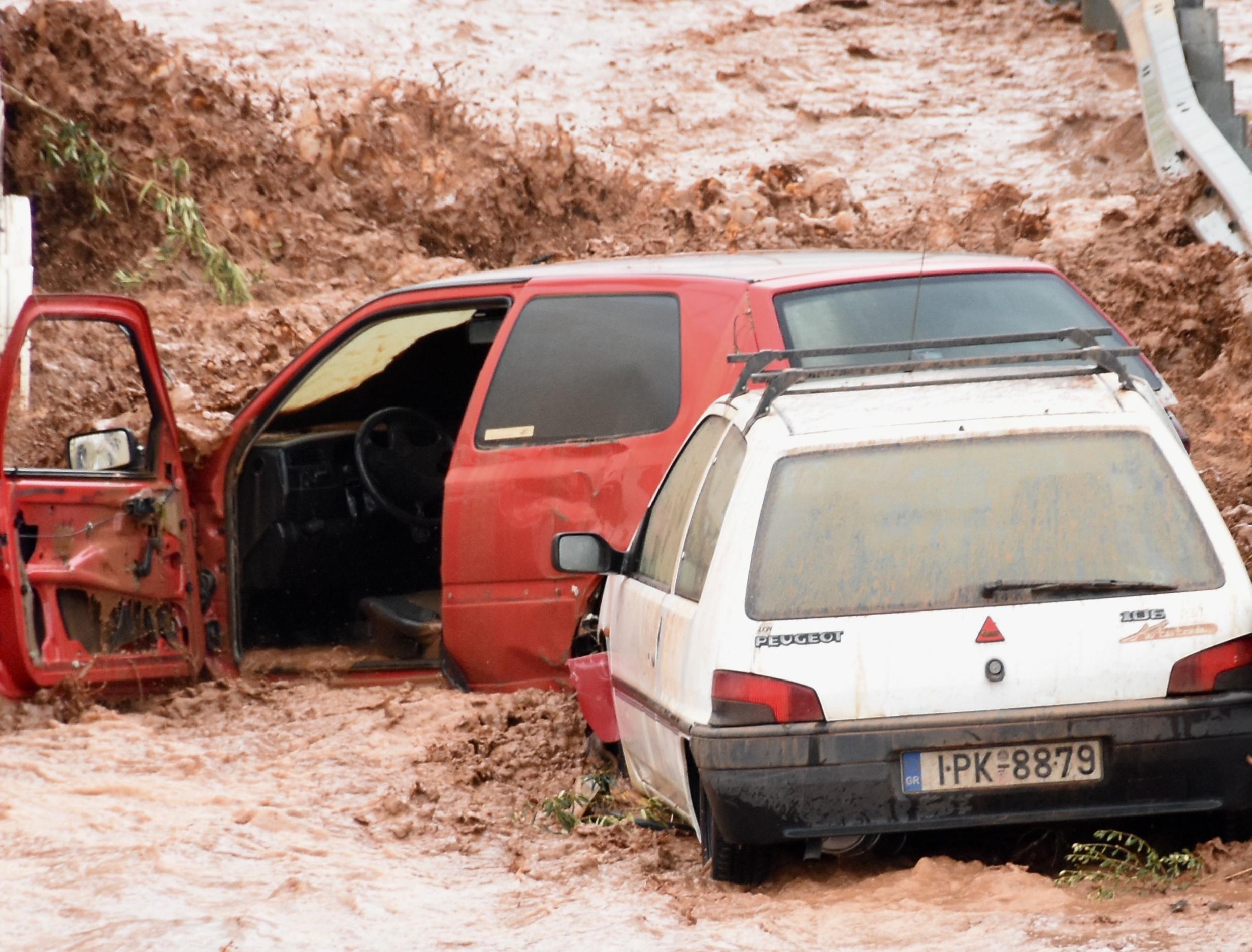 Φονικές πλημμύρες στη Μάνδρα