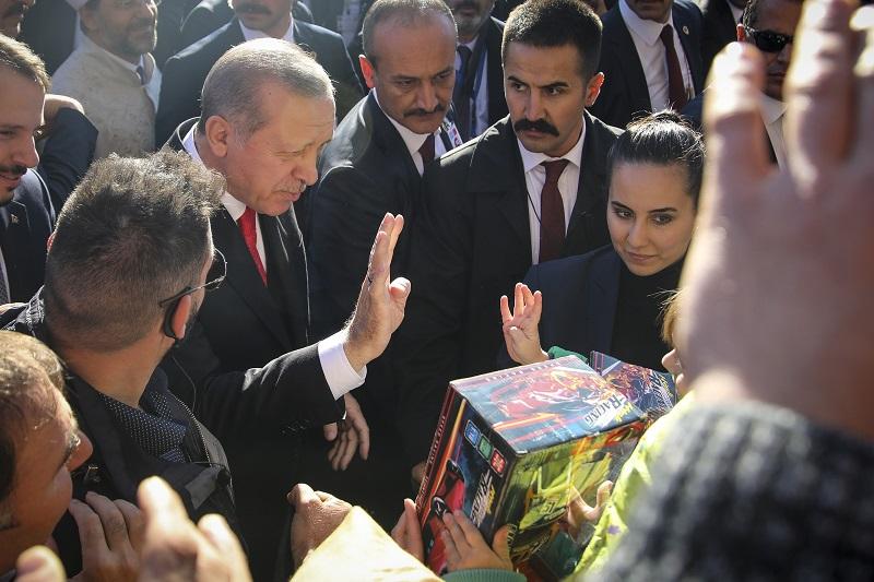 Ο Ερντογάν χαιρέτισε στην Κομοτηνή με ραμπιά (video