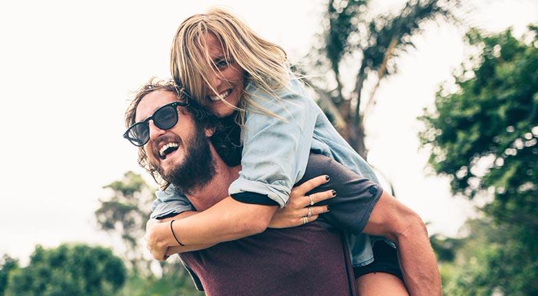 Πώς να προσελκύσει ένα κορίτσι σε απευθείας σύνδεση dating