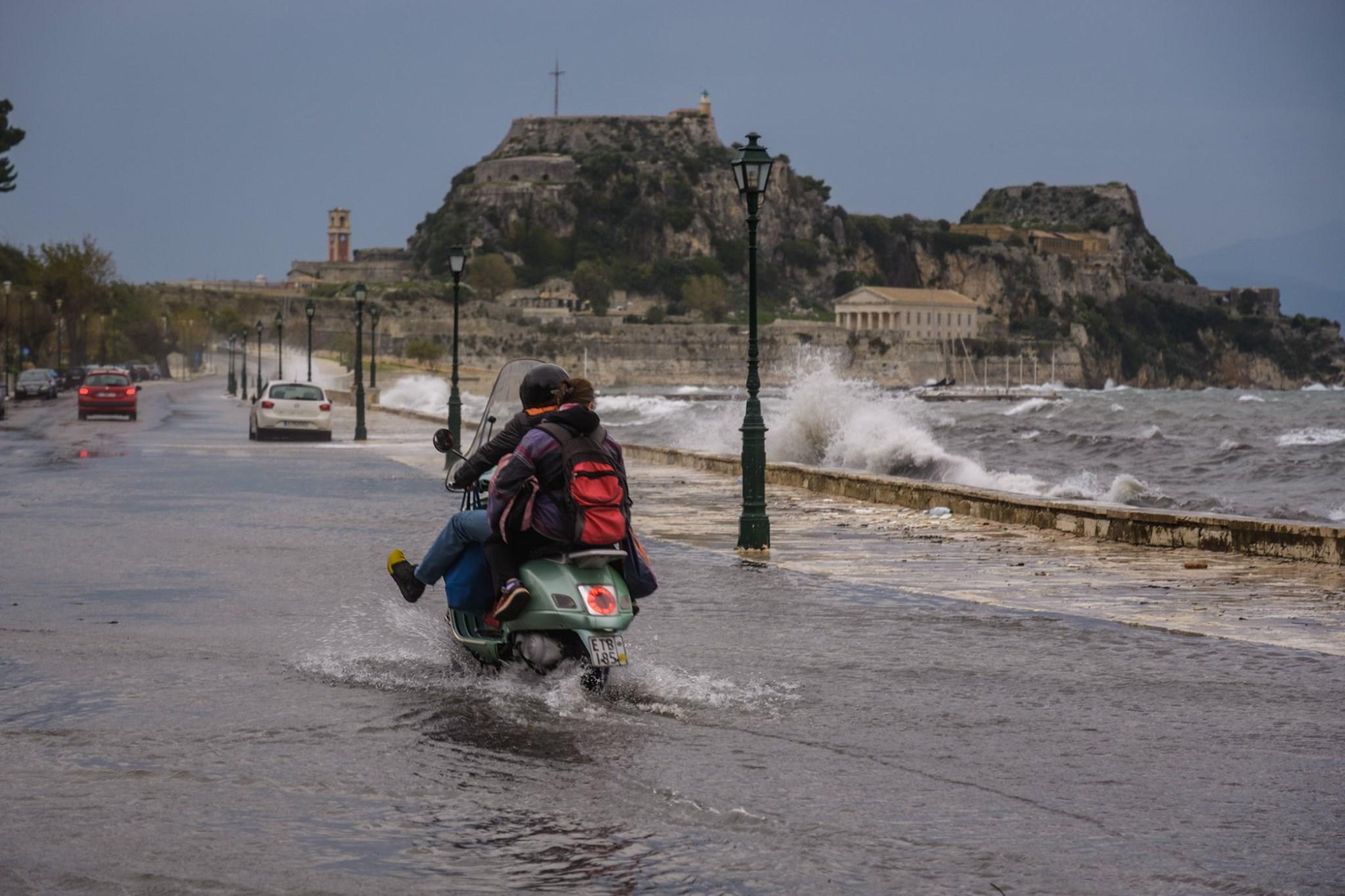 Κακοκαιρία: Η Βικτώρια πάνω από την Αθήνα - Ζημιές σε Χανιά, Κέρκυρα, Κεφαλονιά corfupress5