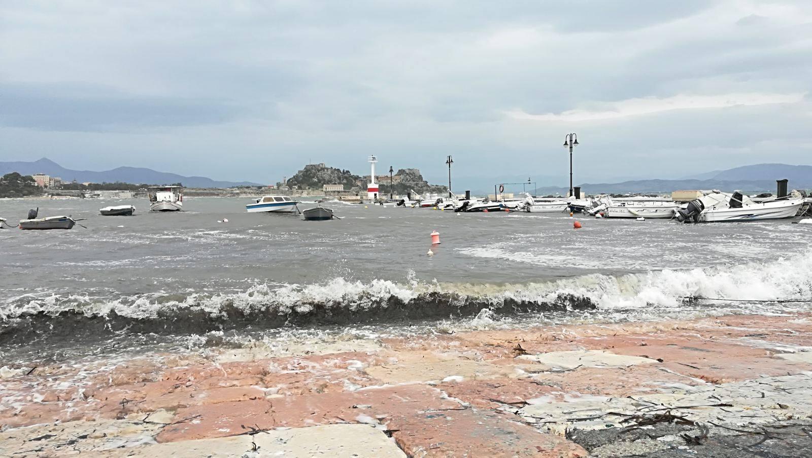 Κακοκαιρία: Η Βικτώρια πάνω από την Αθήνα - Ζημιές σε Χανιά, Κέρκυρα, Κεφαλονιά corfupress6